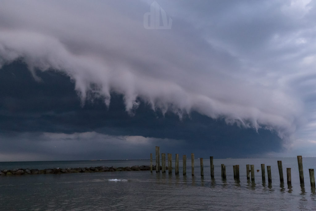 shelf cloud over bay